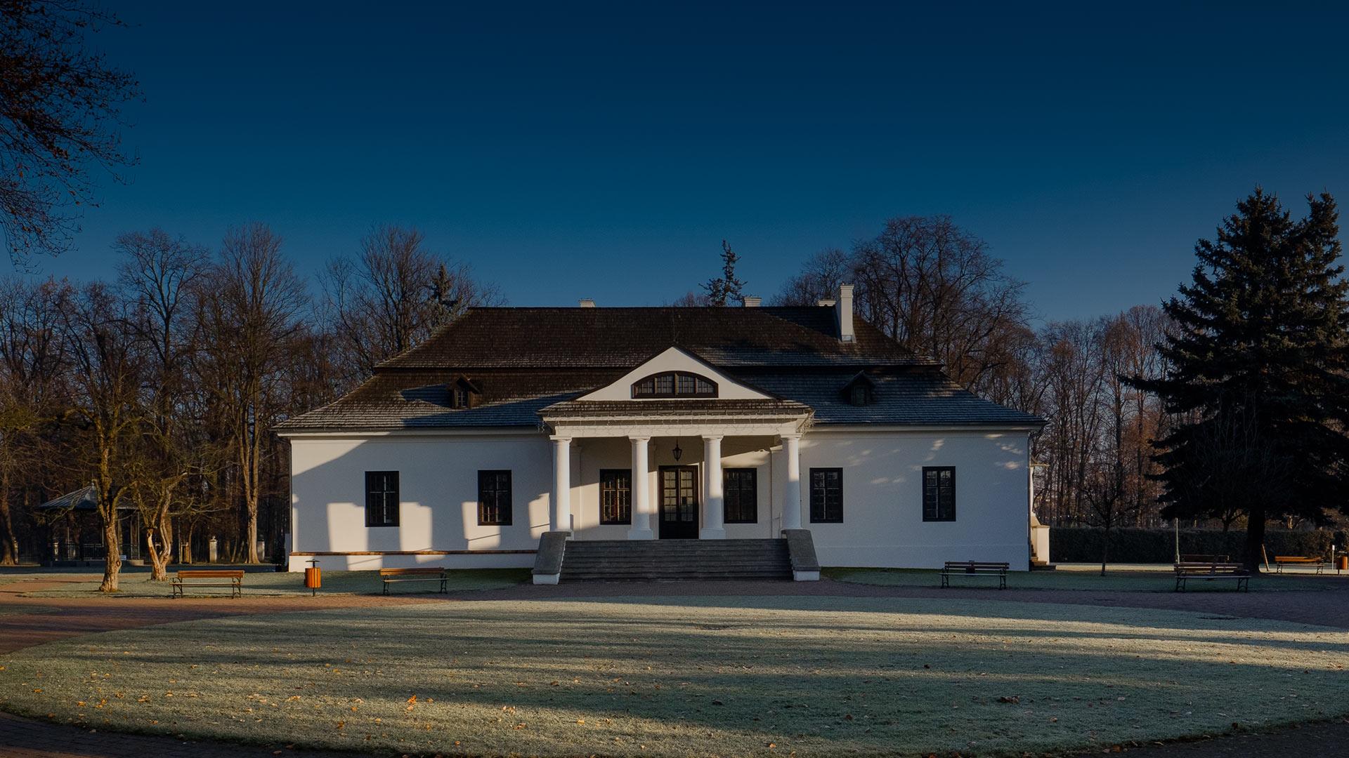 Główny budynek zabytkowego Dworku Białoprądnickiego